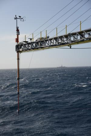 UCSD Scripps FM38-DD on FLIP Closeup_distant ship pub